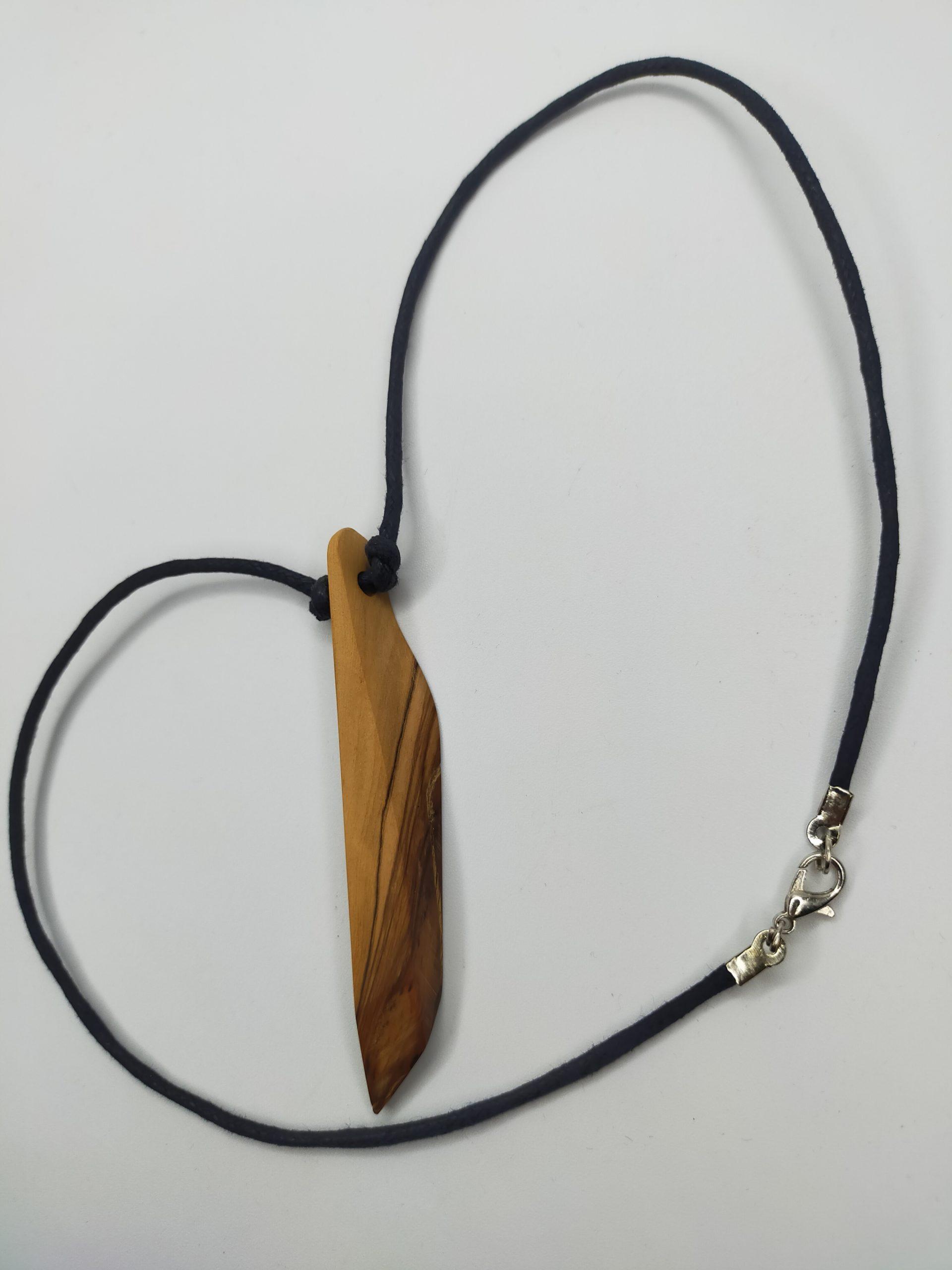 Holzanhänger mit Halskette